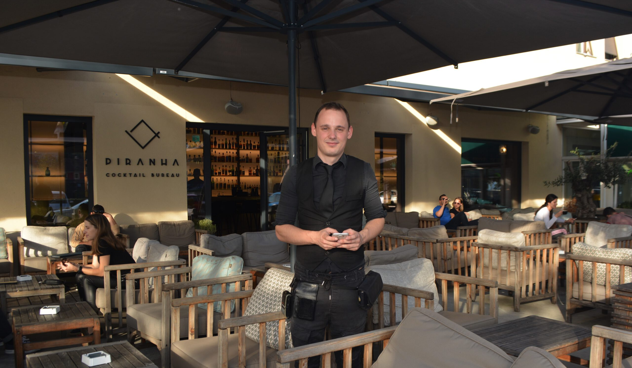 Daljinsko naročanje v baru PIRANHA